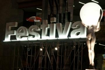 soutěž o lístky do festivalového kina. 55. ročník MFF Karlovy Vary se uskuteční v srpnu