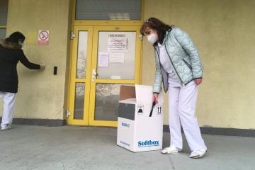 Včera dorazila do Karlovarská krajská nemocnice dodávka vakcín proti COVID-19