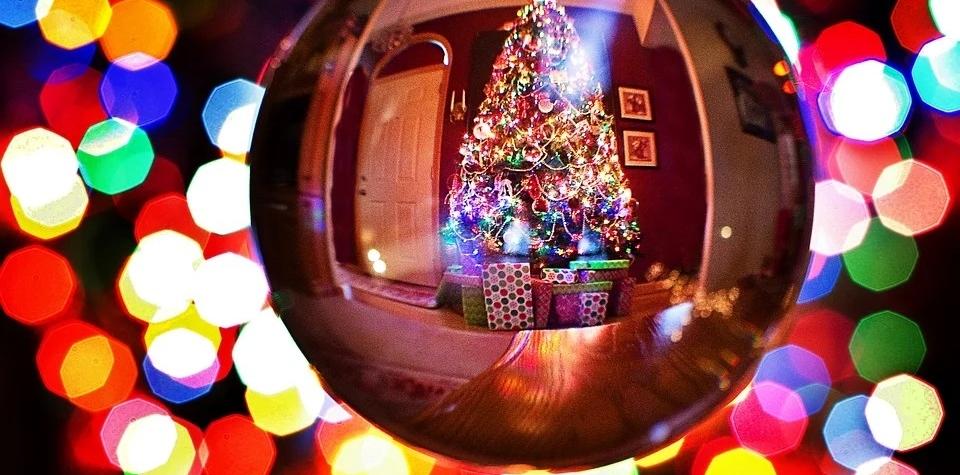 Přejeme Vám vše, co se špatně balí, to jest klid, pohodu a zdraví! Hezké prožití večera splněných přání, svátků vánočních a vše nejlepší v novem roce přeje redakce ZPRÁVY ČR.