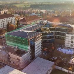 """Pobytové centrum Čtyřka, Na stavbě """"Čtyřky"""" v Sokolově se práce přesunuly do interiéru"""