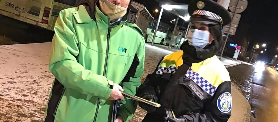 """Preventivní akce Městské policie Sokolov a agentury BESIP """"Buďte vidět přežijete!"""""""