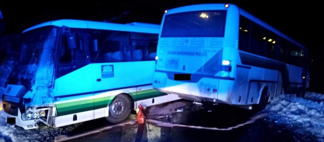 Dopravní nehoda dvou autobusů v Rotavě na Sokolovsku