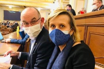 Karlovarský kraj dostal méně vakcín. Proč? Na to se zeptala Jana Mračková Vildumetzová ministra Blatného