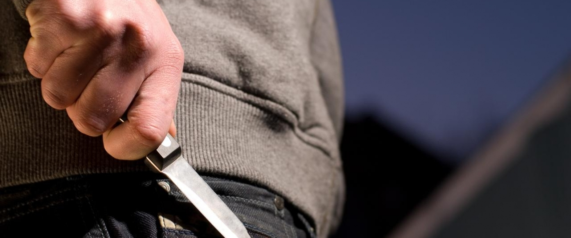 S nožem v ruce vyhrožoval