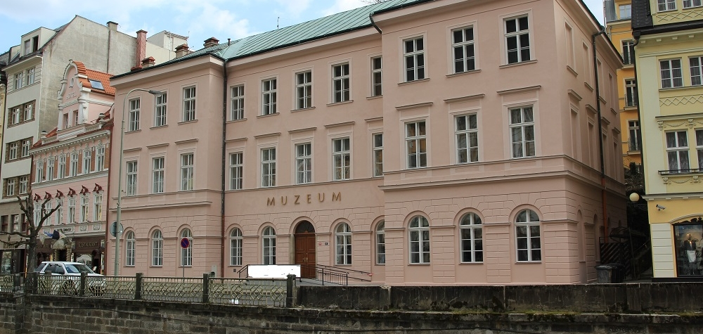 """Chybí vám kulturní zážitky? Navštivte výstavu s názvem """"Pan Muzeum"""", kterou připravilo Muzeum Karlovy Vary"""
