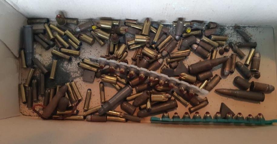 Nález munice v Rotavě. U popelnice našel větší množství munice
