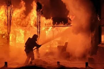 Obrazem: Požár zachvátil chatu v Lesíku u Nejdku