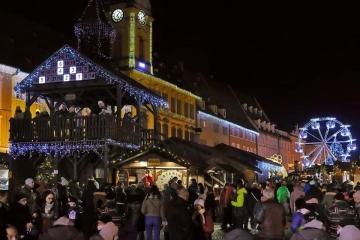 Starosta Chebu Antonín Jalovec si v této době, kdy už v nemocnicích ležely tisícovky lidí dovolil uspořádat velkolepé vánoční trhy.