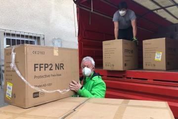 Potravinová banka Karlovarského kraje zahájila výdej respirátorů FFP2