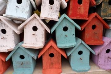 Ptačí budky se směrovými šipkami poslouží běžcům