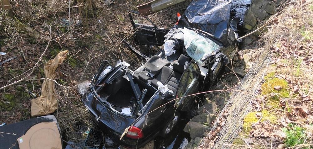 Dopravní nehoda u Horního Slavkova. Řidička skončila s vozidlem v korytu řeky