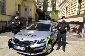 Policisté prap. Jakub Mareš a nstržm. Jan Prokš z obvodního oddělení Mariánské Lázně