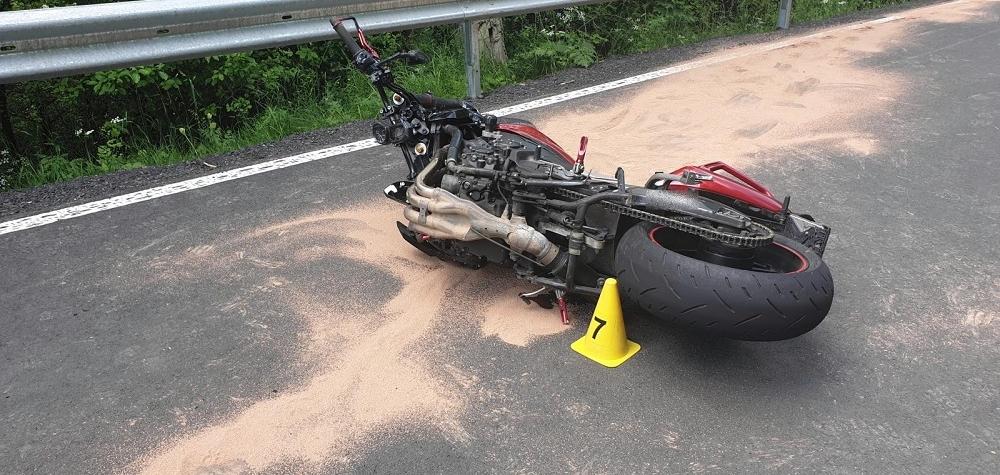 Tragická havárie motorkáře. Muž na místě svým zraněním podlehl