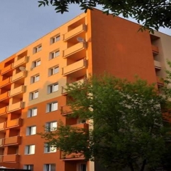 Obyvatelé z okolí karlovarské ubytovny v Charkovské se po letech dočkají klidu