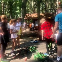 Oblečení z rostlin si mladí kreativci vyrobí na Krušnohorském příměstském táboře v Jáchymově