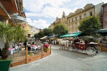V Karlových Varech prodlužují slevu na poplatku za předzahrádky