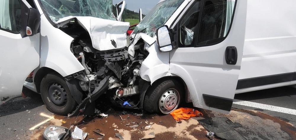 Vážná dopravní nehoda u odbočky na Čichalov na Karlovarsku