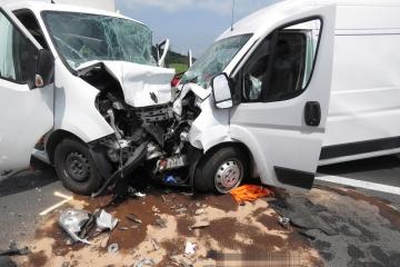 Vážná dopravní nehoda u odbočky na Čichalov