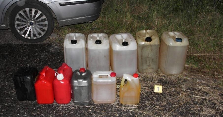 Kradli naftu. Policisté jednoho zloděje zadrželi na místě