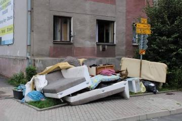 Sokolov - odpad na ulici