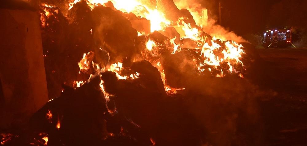 VIDEO: Požár zničil seník v Loužku na Chebsku