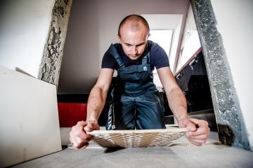 Sokolov nabízí k pronájmu městské nezrekonstruované byty